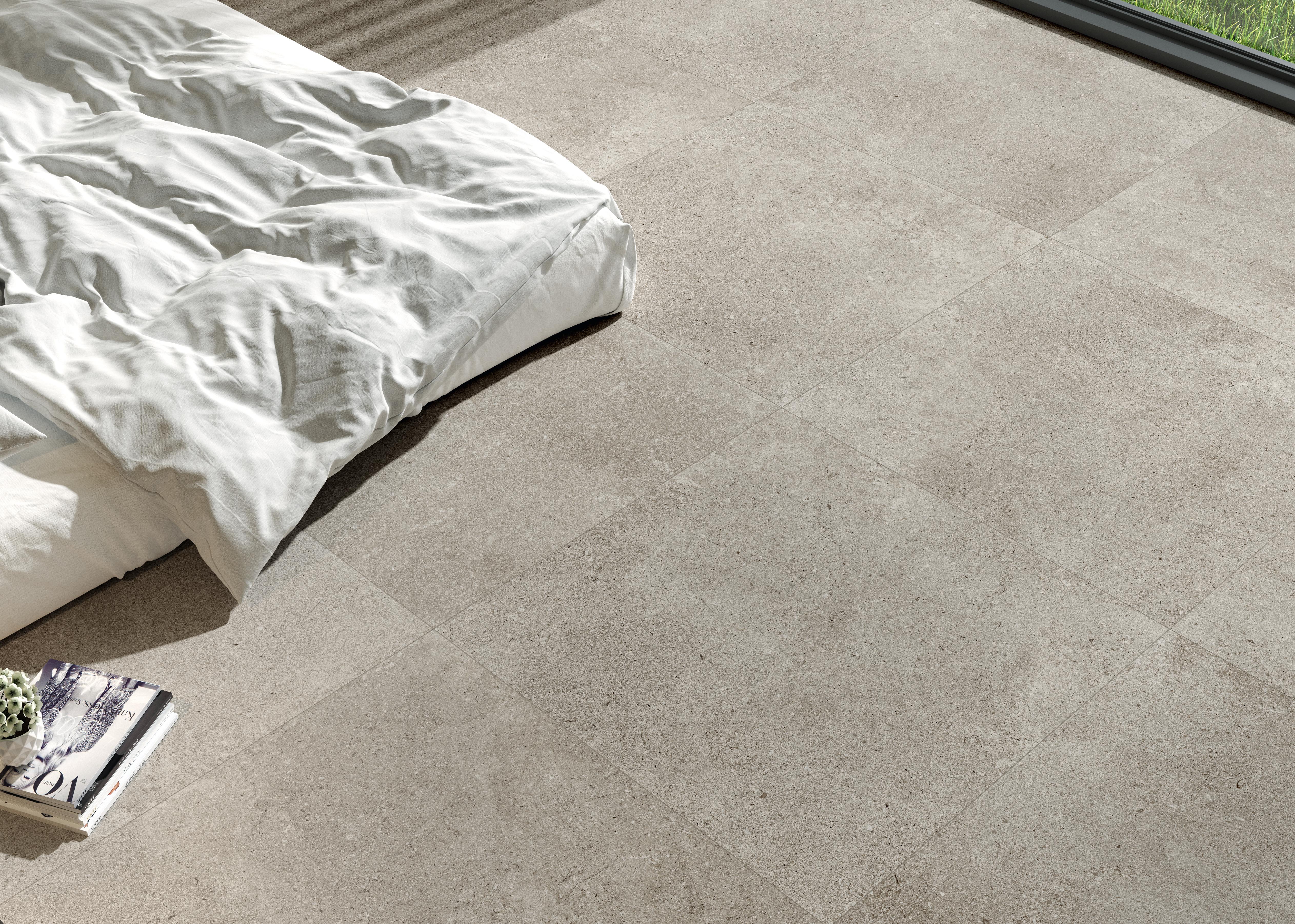 beige Steinoptik Fliesen im Badezimmer, beige stone effect tiles in the bedroom